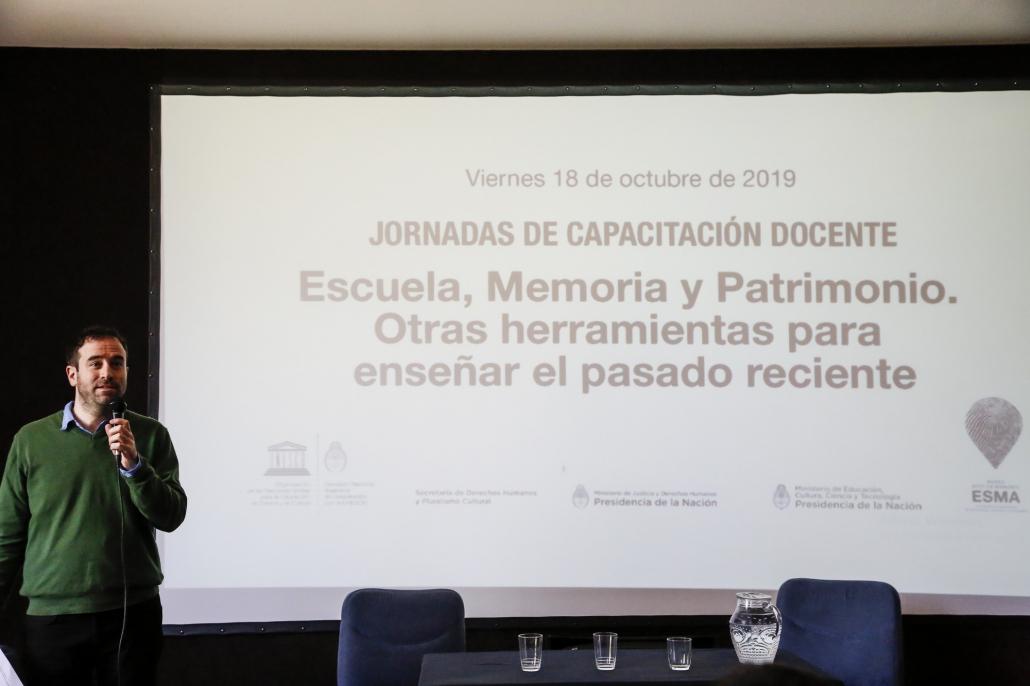 Sebastián Schonfeld, Director de Relaciones Institucionales del Museo Sitio de Memoria ESMA, dio la bienvenida y destacó la importancia de abordar la temática de Memoria desde la perspectiva del Patrimonio.