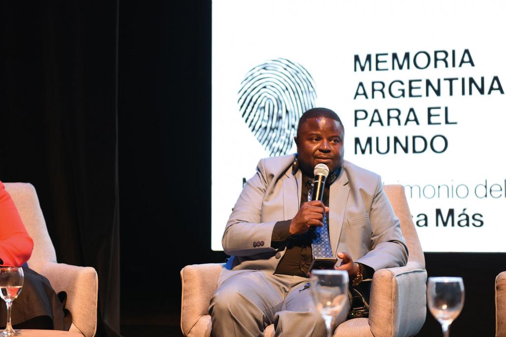 """Pascall Taruvinga, Responsable de Patrimonio, Museo de Robben Island, Sudáfrica: """"Fue para mí un honor conocer la experiencia de las víctimas de detención clandestina, tortura y exterminio""""."""