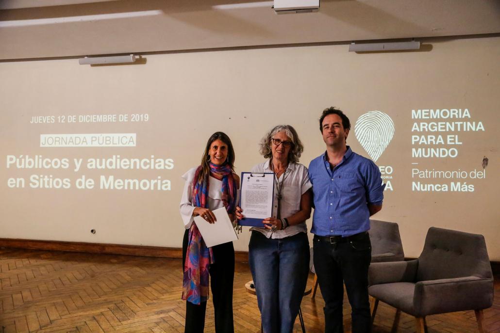 Durante la jornada pública también se firmó un acuerdo entre el Museo Sitio de Memoria ESMA y el Instituto Auschwitz, mediante el cual se presentaron los nuevos elementos de accesibilidad para visitantes extranjeros y visitantes con disminución auditiva.