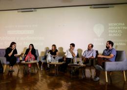 """En el marco de la jornada se llevó a cabo el conversatorio """"Debates y dilemas en torno al concepto de `turismo ético´ en Sitios de Memoria"""". Participaron representantes de Sitios de Memoria de la Argentina, que coincidieron en la necesidad de articular políticas en torno a esta temática."""